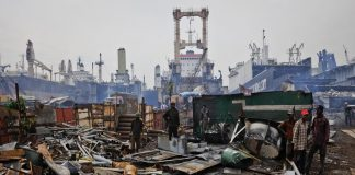 Toxic wastes strewn in a ship-breaking yard. Photo: YouTube