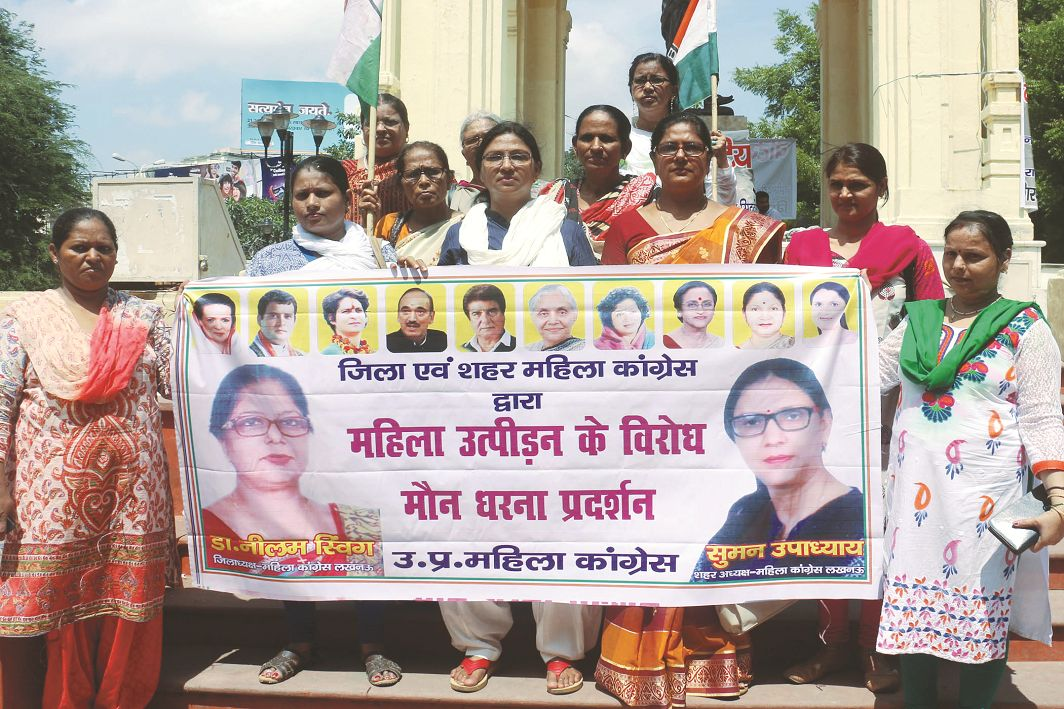 Uttar Pradesh Mahila Congress workers holding a silent protest over Bulandshahr gangrape, in Lucknow. Photo: UNI