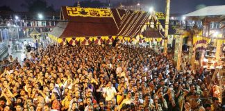Devotees rush to the lord Ayyappa temple at Sabarimala in Kerala on Tuesday (file picture). Photo: UNI
