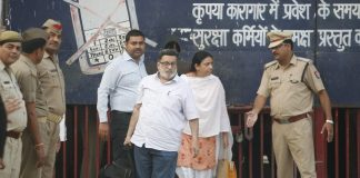 Rajesh and Nupur Talwar coming out from Dasna jail. Photo: Anil Shakya