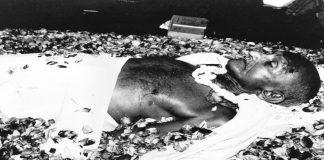 The body of Mahatma Gandhi lying at Birla House in New Delhi. Photo: www.oldindianphotos.in