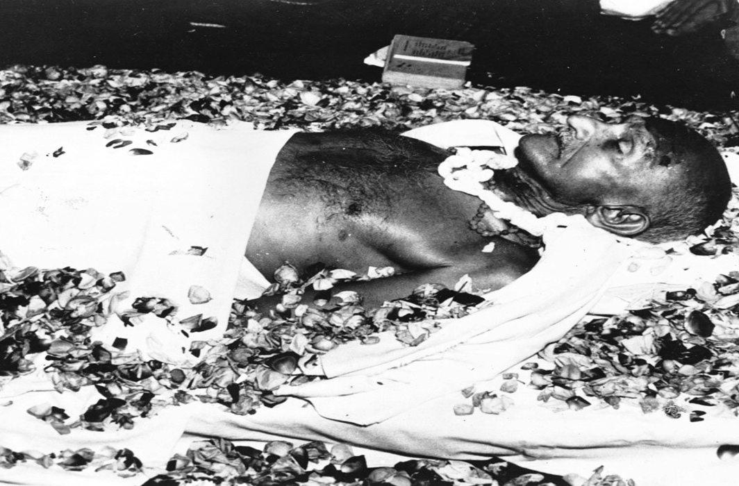 The body of Mahatma Gandhi lying at Birla House in New Delhi. Photo: oldindianphotos.in