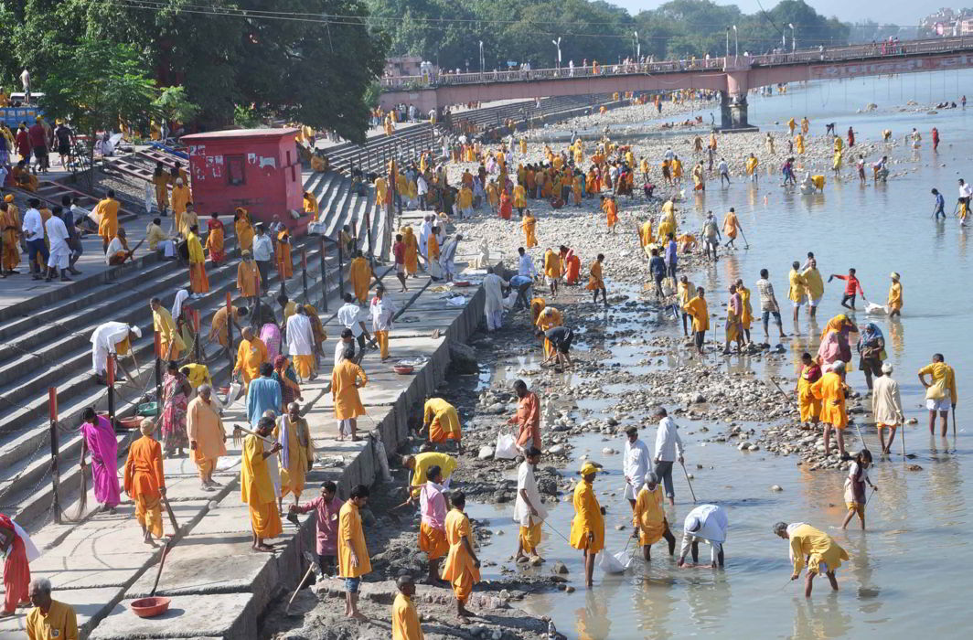 People cleaning river Ganga at Har ki Pauri, Haridwar. Photo: UNI