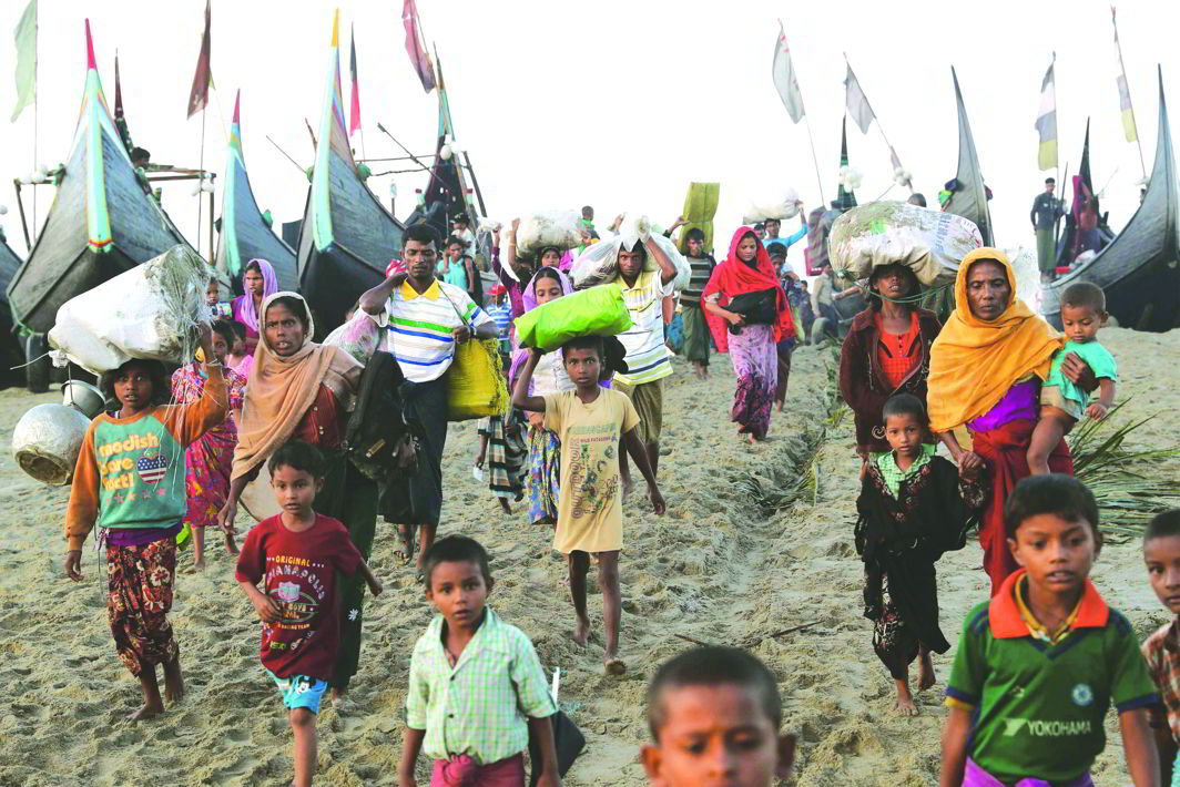 A group of Rohingya refugees walks towards a makeshift camp in Cox's Bazar, Bangladesh. Photo: UNI