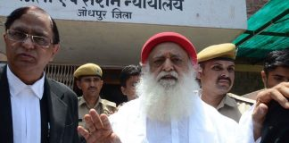 Rape accused godman Asaram Bapu being produced in Court in Jodhpur (file picture). Photo: UNI
