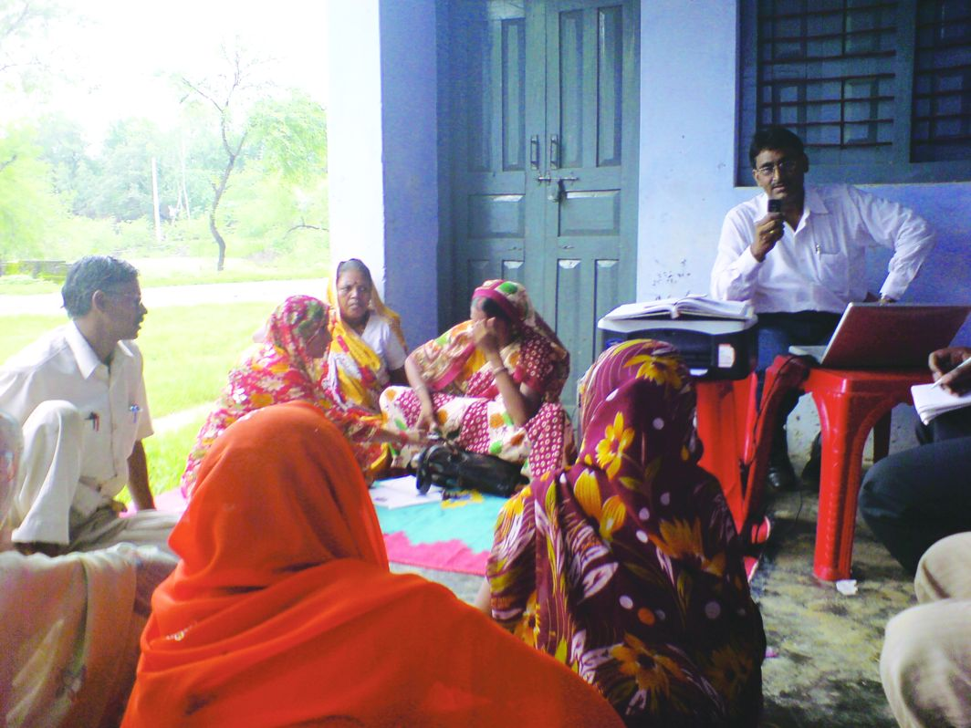 Women farmers in Patna participate in a state-level meeting. Photo: Wikipedia.org
