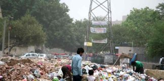 A heap of garbage strewn in one the colonies in New Delhi/Photo by Anil Shakya