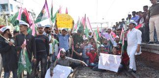 Jan Adhikar Party activists during Rail Chakka Jam demanding for CBI probe against the Staff Selection Commission (SSC) scam at Rajendra Nagar Terminal in Patna/ Photo: UNI