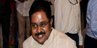 "Delhi HC directs EC to allot ""pressure cooker"" symbol to TTV Dhinakaran"