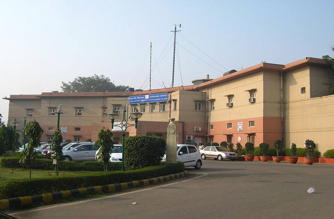Delhi Flying Club staff evicted, pray for de-sealing