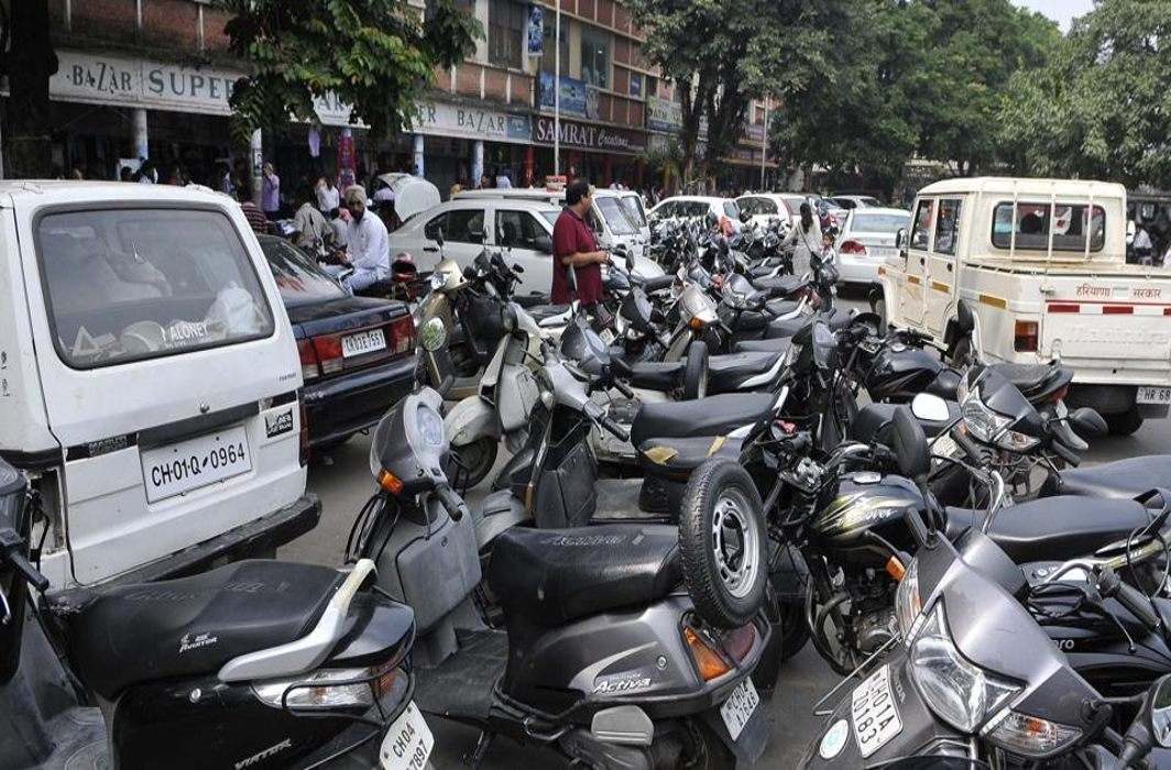 Parking is now a messy affair in Chandigarh, sans any discipline/Photo Courtesy: hellotricity.in