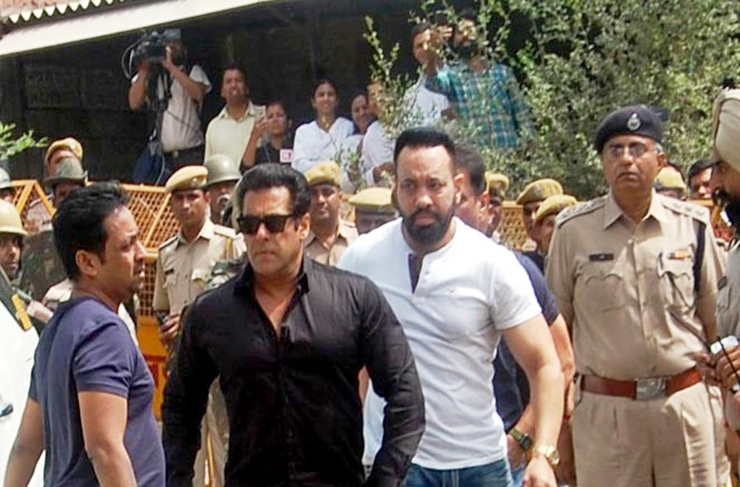 Salman Khan arrives at a court in connection of the 1998 blackbuck poaching case, in Jodhpur on Thursday/Photo: UNI