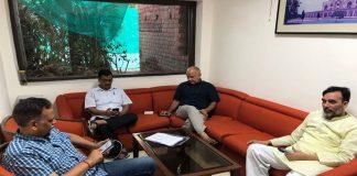 Delhi HC junks two pleas as Kejriwal calls off strike