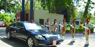 Vehicles of most VVIPs do not bear number plates/Photo: rajbhavan.gujarat.gov.in