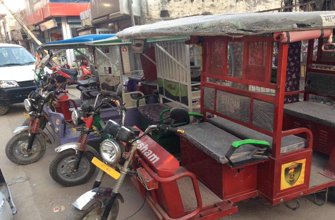 Delhi HC seeks reply on illegal plying of rickshaws