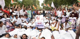 Youth Congress activists demanding the resignation of MP CM Shivraj Singh Chouhan