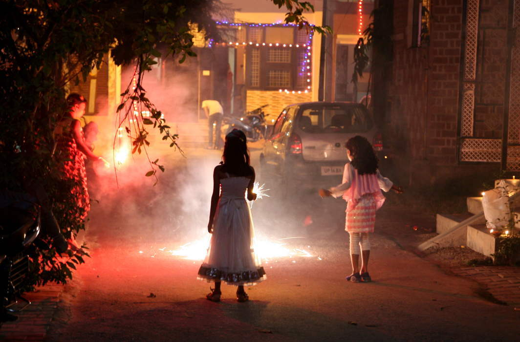 SC grants conditional nod for fire crackers, online sale banned