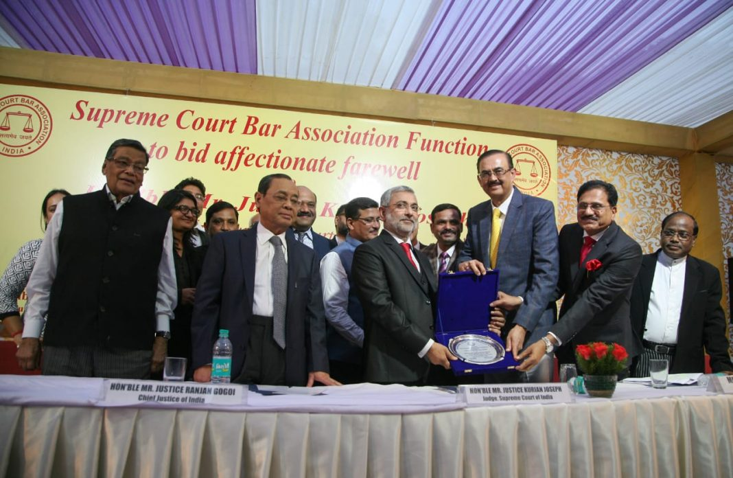 Justice Kurian Joseph being presented memento by SCBA officer bearers and fellow judges at his retirement/Photo: Anil Shakya
