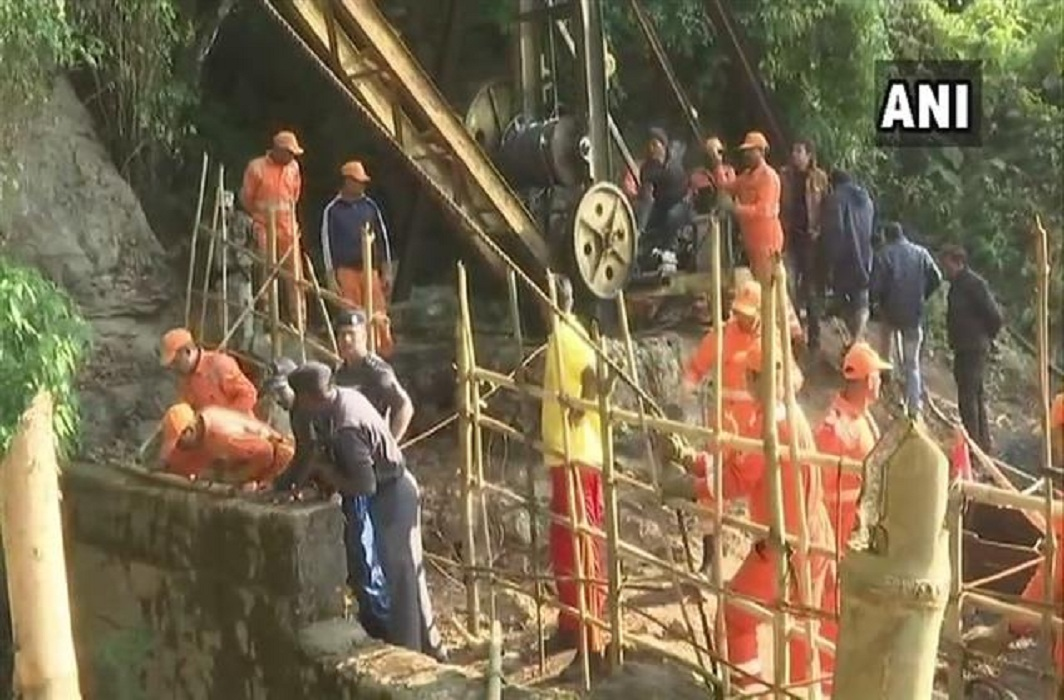 SC tells Meghalaya govt, Centre to file status report by Jan 7 on miners trapped in rat holes mines