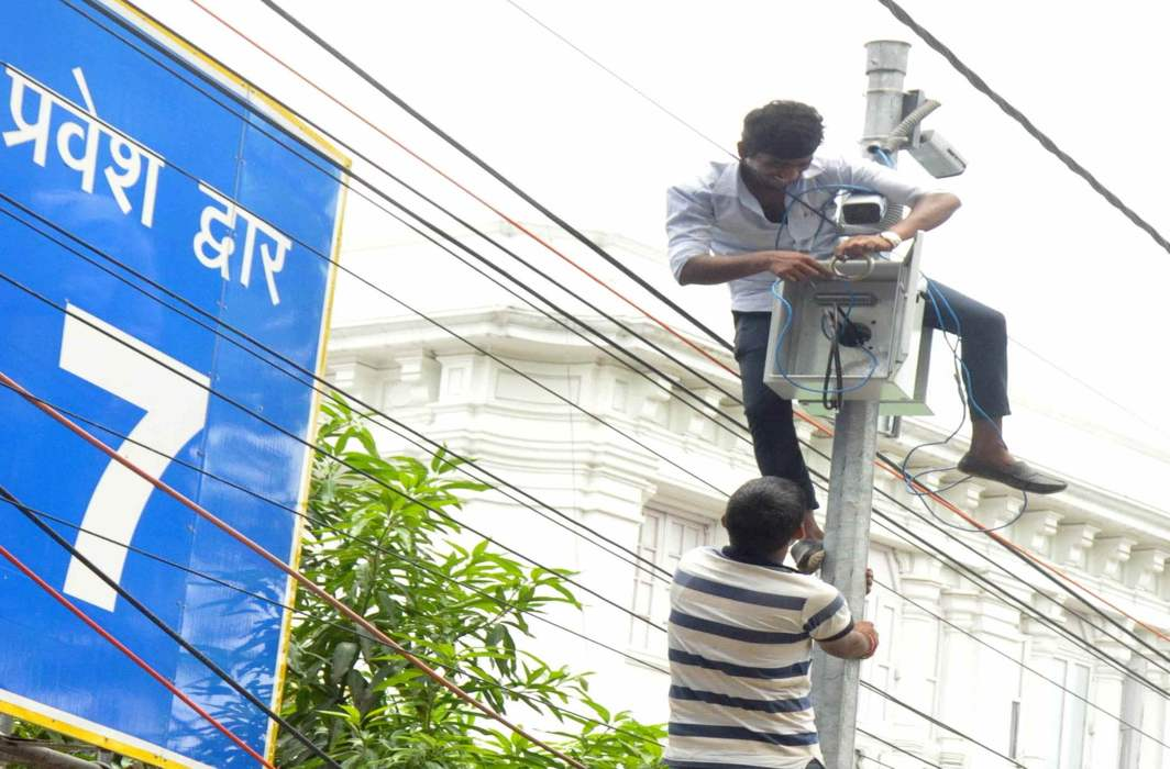 A CCTV camera being installed at the UP assembly premises in Lucknow/Photo: UNI
