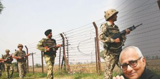 BSF jawans keeping vigil at the Attari international border/Photo: UNI