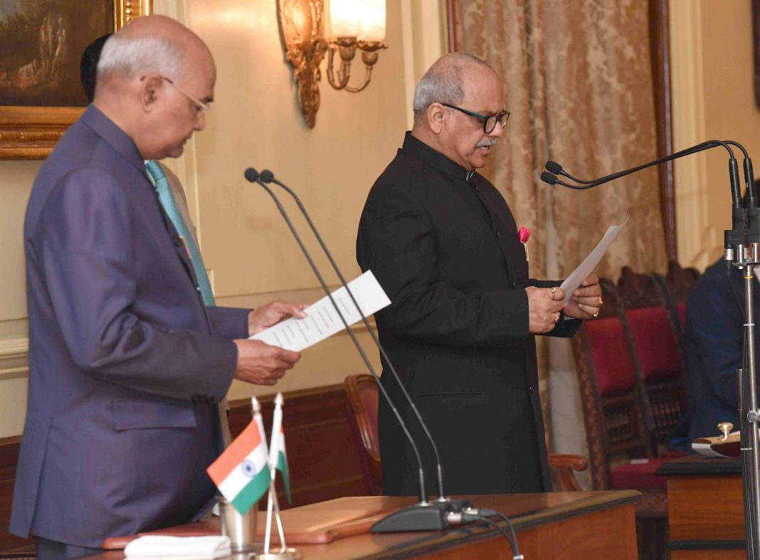 President Ram Nath Kovind administering the oath to Justice Pinaki Chandra Ghose/Photo: UNI