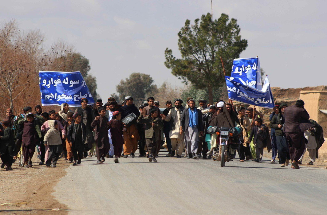 People in Afghanistan urging the Taliban to give up their fight and enter into a dialogue with the government to end war crimes/Photo: UNI