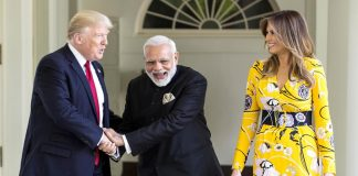 Modi with Donald and Melania Trump/Photo: UNI