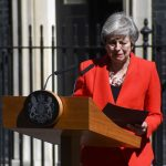 Theresa May announces outside 10 Downing Street that she will quit on June 7/Photo: UNI