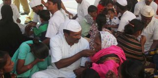 Prisoners of Harsul central jail at Aurangabad meeting their family members/Photo: UNI