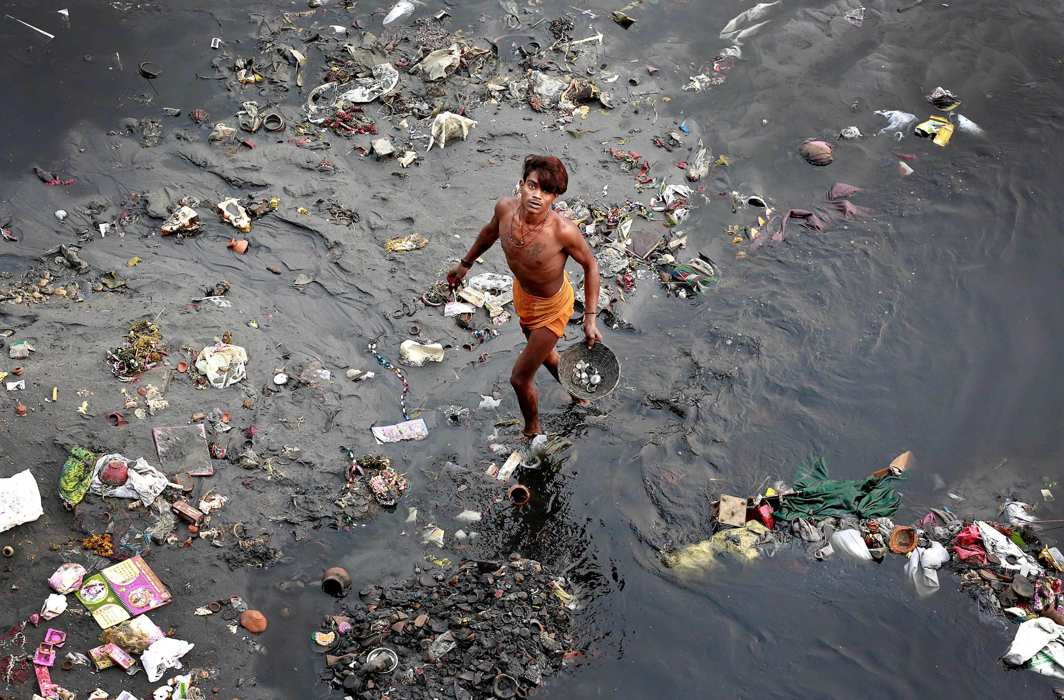 There have been attempts to find an alternative dumping site on the bank of the Yamuna but environmentalists have opposed it/Photo: UNI