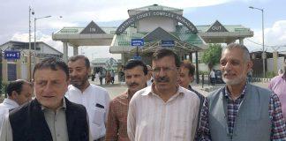 Editor Ghulam Jeelani Qadri (in striped kurta) outside the Srinagar court after his bail/Photo: kashmirlife.net