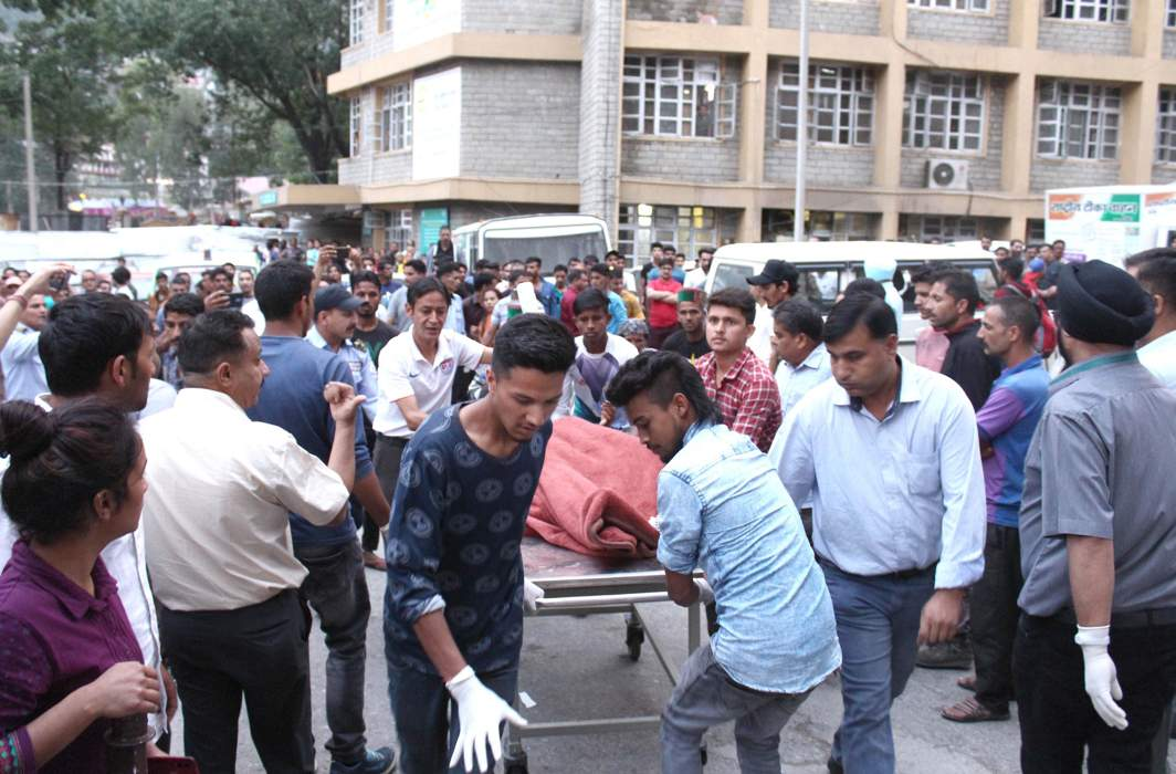 Bus accident victims being taken to a trauma centre in Kullu, Himachal Pradesh/Photo: UNI