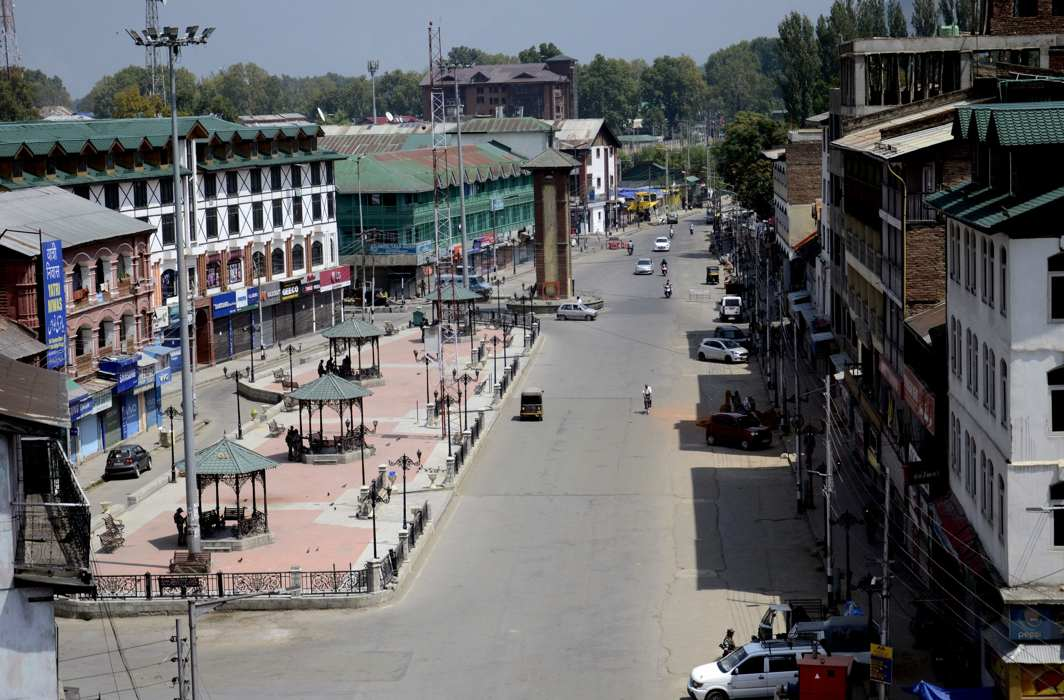 SC issues notice to Centre, J&K govt to ensure normalcy in State