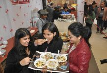 Hygiene is often given the go-by at smaller restaurants and street food joints, putting consumers at great risk/Photo: UNI
