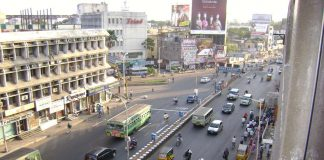 Hoardings and banners on Anna Salai, an arterial road in Chennai/Photo: Wikipedia.org