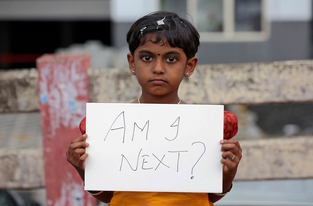 A girl holds a placard during a protest against the rape of an eight-year-old girl in Kathua/Photo: UNI