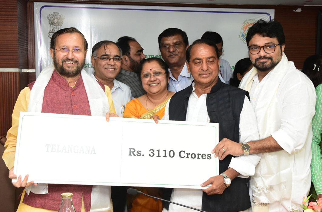 Environment Minister Prakash Javadekar (extreme left) releasing funds for afforestation to various states in New Delhi/Photo: UNI