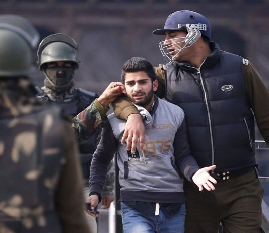 A protesting youth being arrested in Srinagar/Photo: UNI