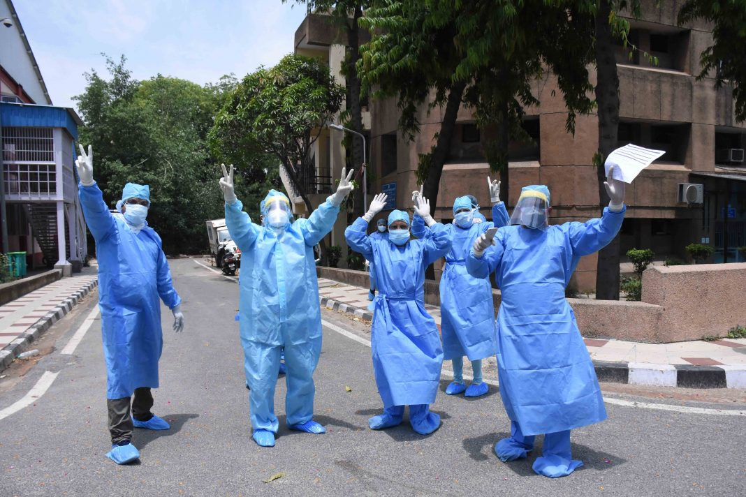 Health workers in Delhi UNI (3)