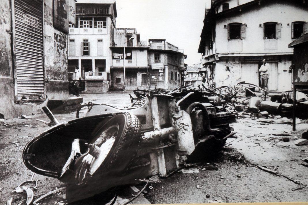 Gujarat-riots-pic-by-Pramod-Pushkarna-1068x709