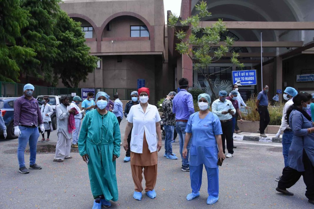 Nurse-Doc-Health-workers-in-Covid-Hospital-UNI-3-scaled