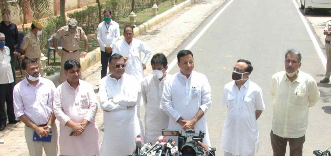 Congress-leaders-in-Rajasthan-UNI