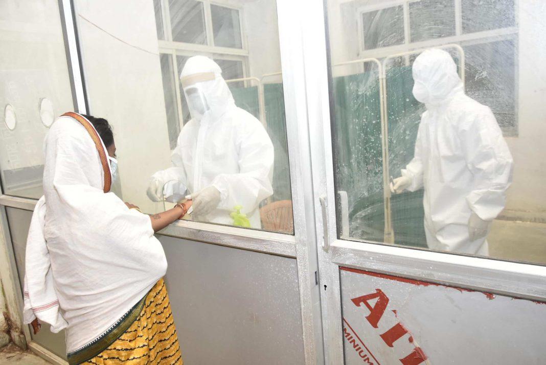 pregnant-woman-testing-Covid-at-centre-UNI-4-scaled