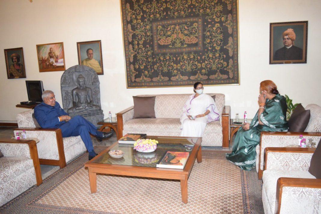 Mamata-Governor-Jagdeep-Dhankhar-and-his-wife-Sudesh-Dhankhar