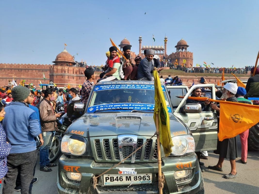 Farmers-seen-outside-the-Red-Fort-in-a-vehicle