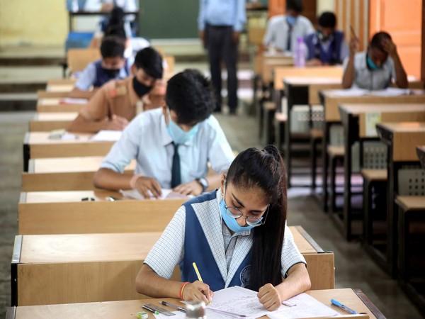 students-in-classrooms-in-delhi