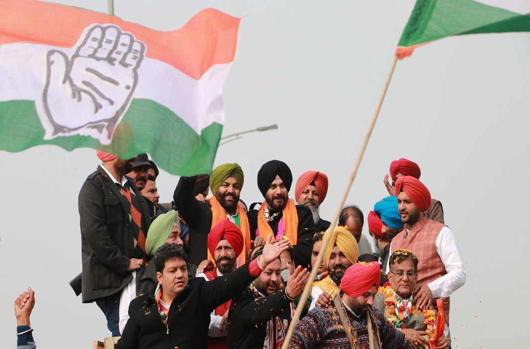 Indian cricketer-turned-politician and former Member of Parliament Navjot Singh Sidhu surrounded by supporters after joining the Congress party at the airport in Amritsar on January 17. Photo: UNI