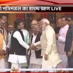 PM Modi shook hands with Akhilesh Yadav & Mulayam Singh Yadav on stage at Smriti Upvan