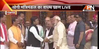 PM Modi shook hands with Akhilesh Yadav & Mulayam Singh Yadav on stage at Smriti Upvan